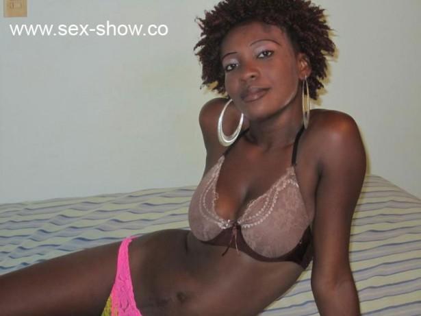 Azubiluder20 zeigt dir vor der Porno Cam beim Striptease mit heissen Dessous
